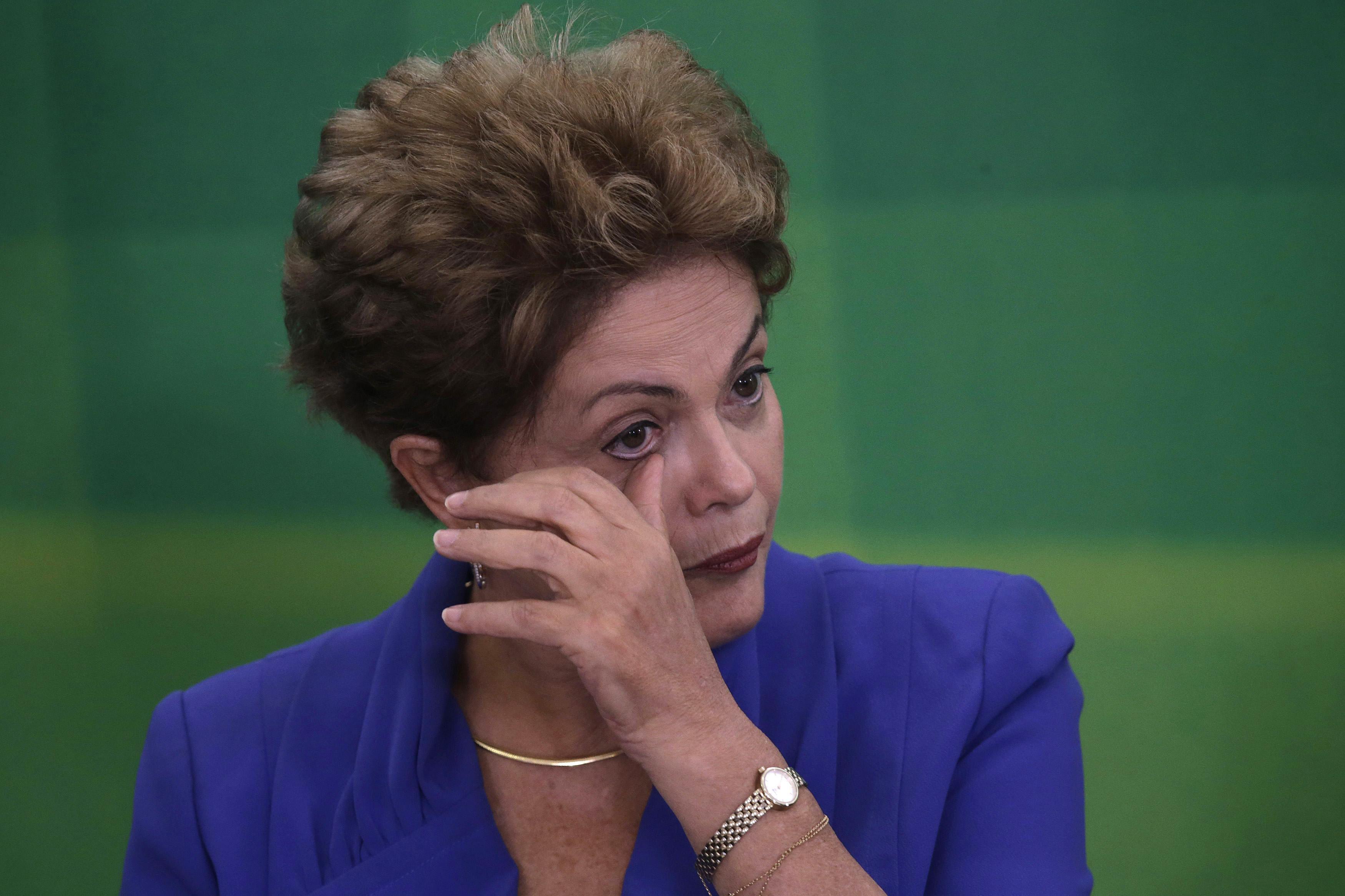 Derrumbe. Rousseff no logra controlar el descontento de los brasileños.