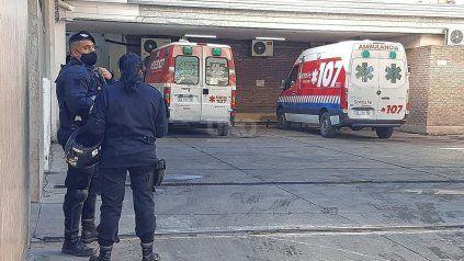 El hombre de 31 años fue baleado por la espalda con dos disparos. Fue operado de urgencia en el hospital Cullen.