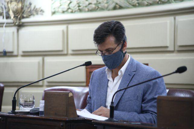 El senador del departamento San Jerónimo, Leonardo Diana, contó que un hombre de 48 años de Gálvez y una mujer de 36 de Coronda fallecieron sin conseguir cama. Describió la situación como