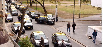 Tras el ataque a un taxista sus colegas protestaron y reclamaron más seguridad
