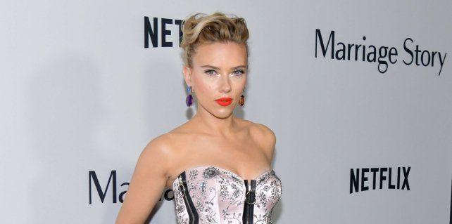 Scarlett Johansson emitió un comunicado pidiendo a la comunidad del espectáculo que evitara participar en eventos patrocinados por la Asociación de Prensa Extranjera.