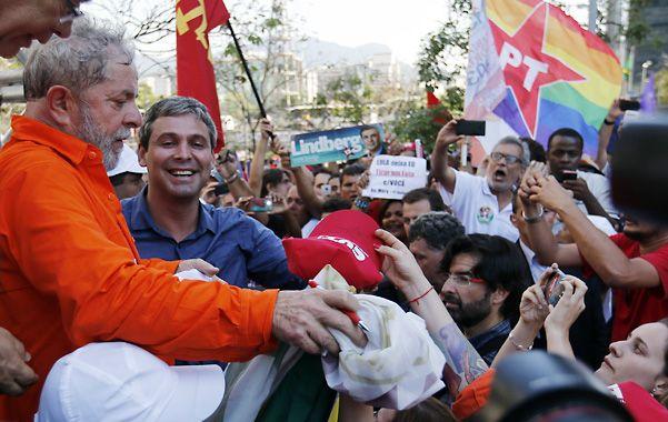 """Lula se puso la camiseta de Petrobras y recordó el hallazgo del yacimiento """"presal"""" durante su gobierno."""