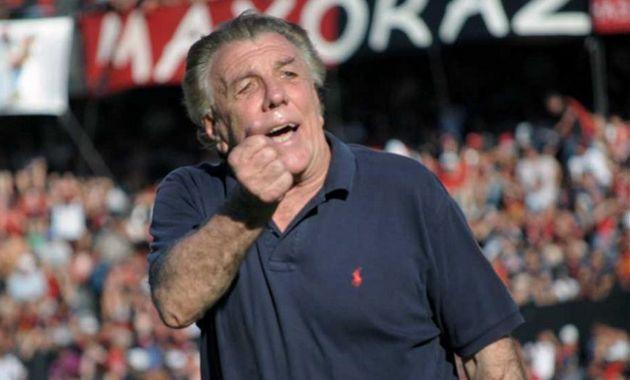 Por el momento el ex jugador Javier López se quedará al frente del primer equipo que dejó Merlo.