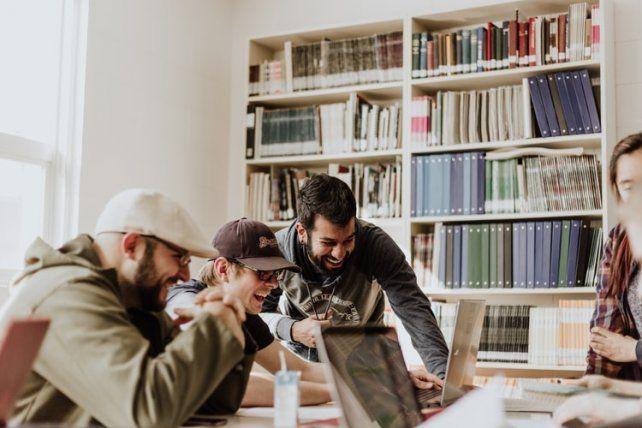 El apoyo es para emprendedores locales que están innovando en sus industrias y son parte de la economía del conocimiento.