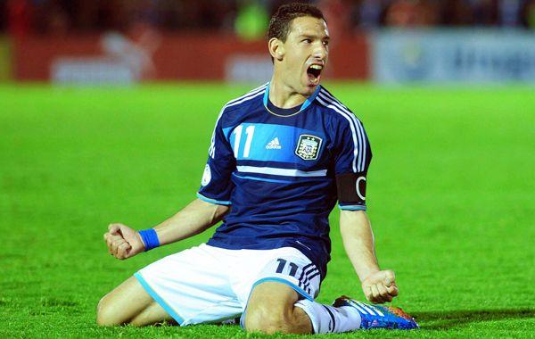 Maxi celebra su gol en el último partido de eliminatorias rumbo a Brasil.