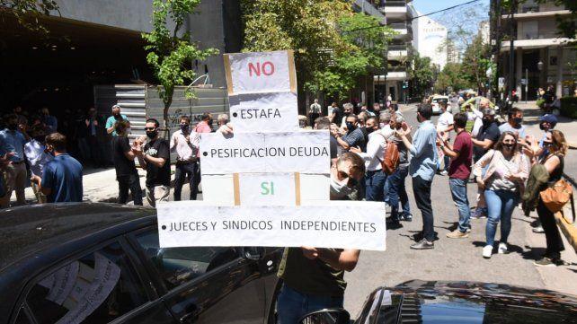 En noviembre los acreedores se manifestaron frente a la Bolsa de Comercio de Rosario.