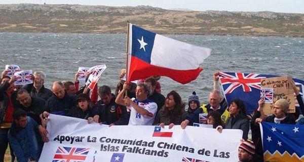 Los chilenos que viven en las Islas Malvinas pidieron que no se suspendan los vuelos