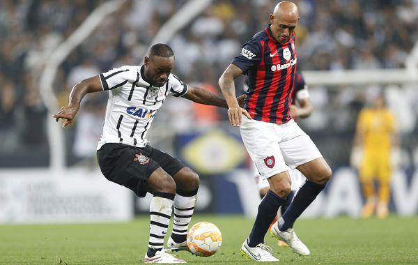 Pichi Mercier en el cotejo ante Corinthians. Hoy debe ganarle a los uruguayos de Danubio y esperar lo que sucede en Brasil.