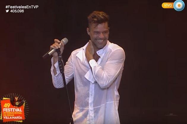Ricky Martin bailó descalzo, transpiró en Villa María y levantó el rating de la TV