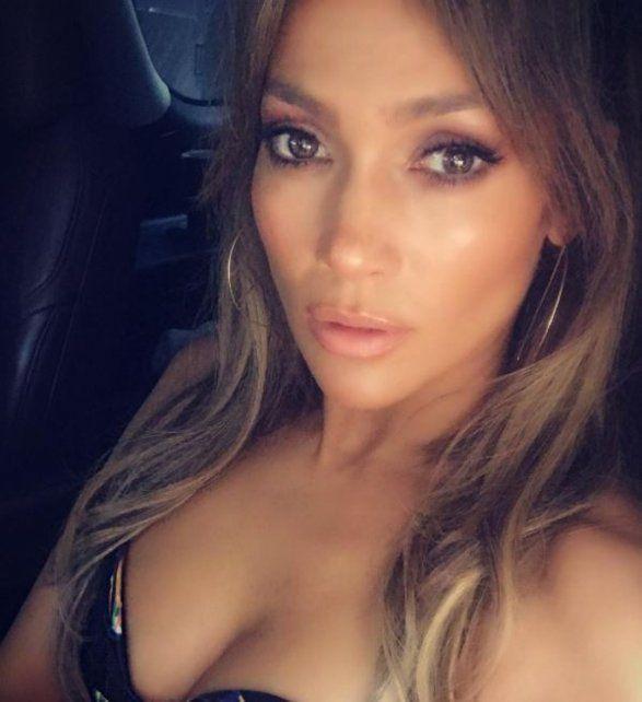 Jennifer López despertó suspiros con una foto sin maquillaje y recién levantada