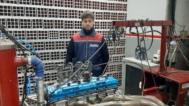 Pope Bonelli y el motor Ford que calzará el Ford de Pedrito Boero en el TCP.
