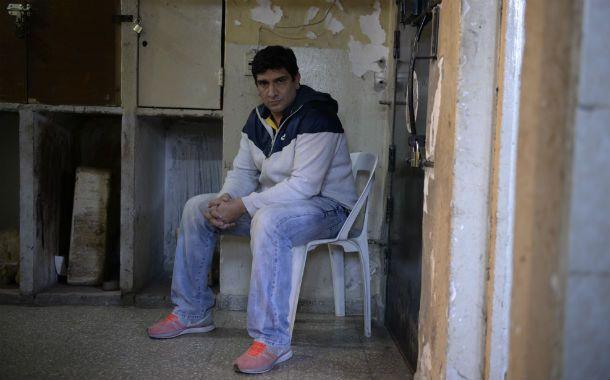 En el calabozo. Godoy está privado de su libertad en la comisaría de Roldán