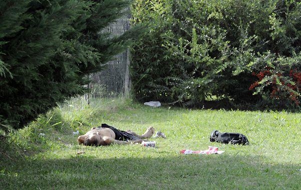 Muerto. El cuerpo de Jorge Verón quedó junto al perímetro de un country. (Foto: S. Suárez Meccia)