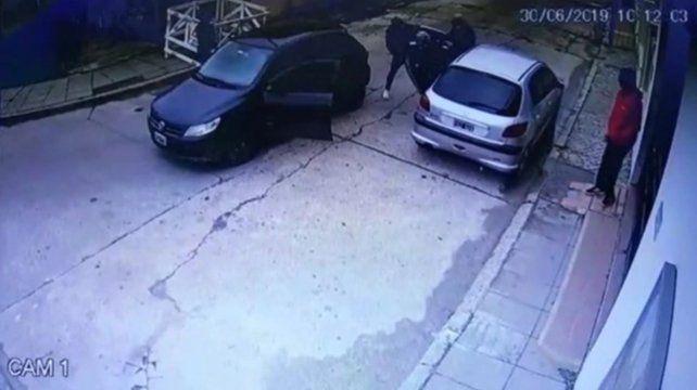 Asesinan a un anciano cuando bajaba de su auto frente a una parroquia