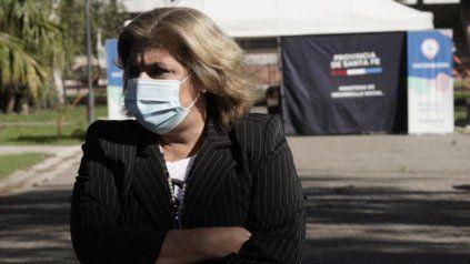 La ministra de Salud, Sonia Martorano, frente a la segunda ola. Se contagia gente más joven con cuadros más graves, dijo desde el centro de vacunación de la ex Rural.