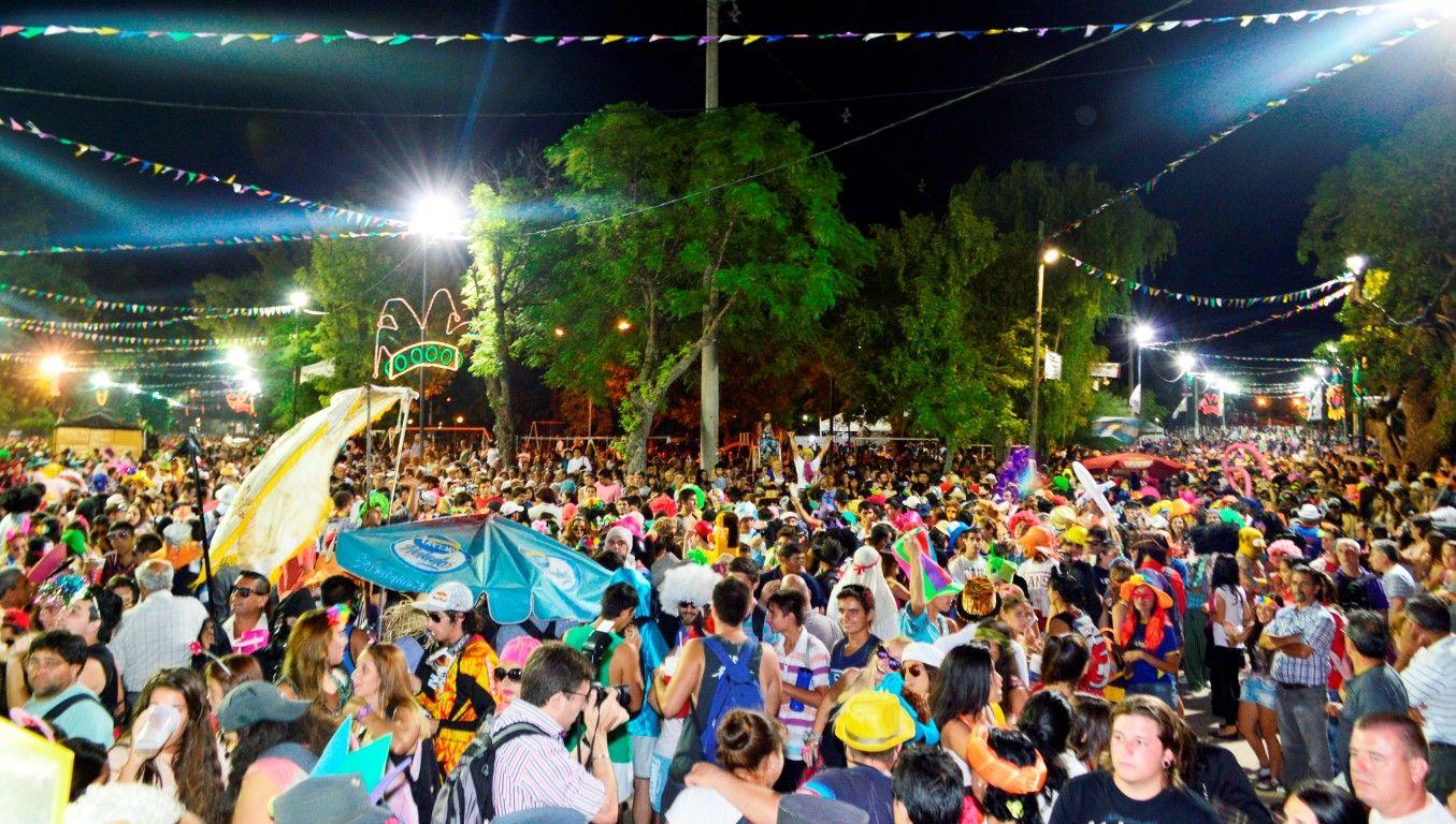 Multitudinario. Unas 20 mil personas llegaron el lunes al Carnaval Federal de la Alegría.