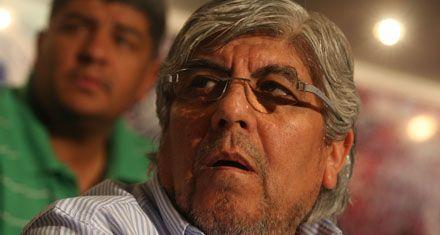 Moyano le muestra los dientes al gobierno con una asamblea pública