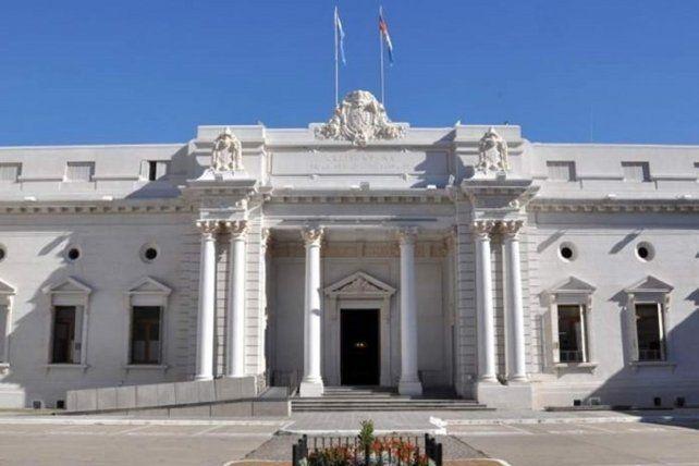 Ambas Cámaras de la Legislatura tratarán hoy la denuncia de un vacunatorio VIP en el hospital Eva Perón