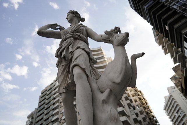 La escultura dañada está ubicada en la bajada Sargento Cabral y Urquiza.