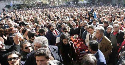 Un Montevideo silencioso y gris rindió el último homenaje al escritor Benedetti