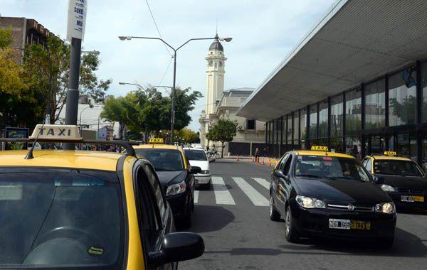 La iniciativa para garantizar el acceso de taxistas a las paradas de la Terminal será tratada mañana en el Concejo. (foto: Silvina Salinas)