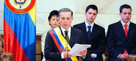 Colombia celebra liberaciones de rehenes y advierte a Chávez
