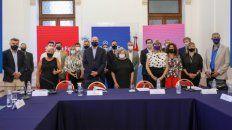 El gobernador Omar Perotti recibió en la Casa Gris a intendentes y jefes comunales para abordar aspecto de la autonomía municipal.
