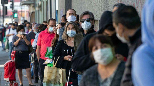 Chile tuvo un nuevo récord de muertes, reduce permisos y extiende cuarentena