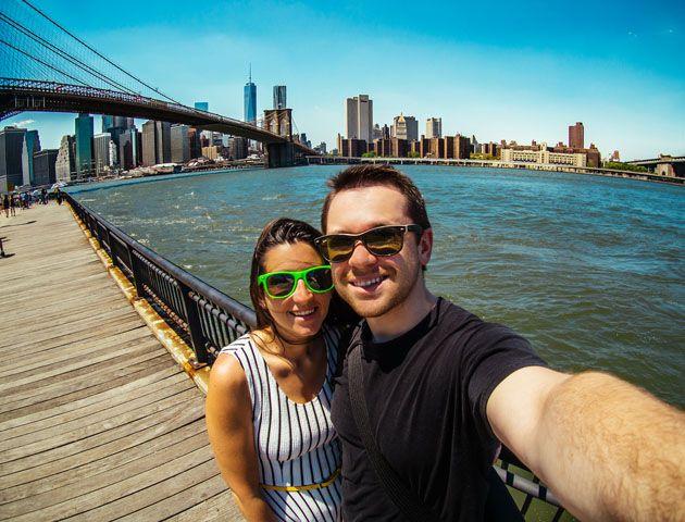 Una empresa paga a turistas profesionales para viajar por el mundo y contarlo en un blog