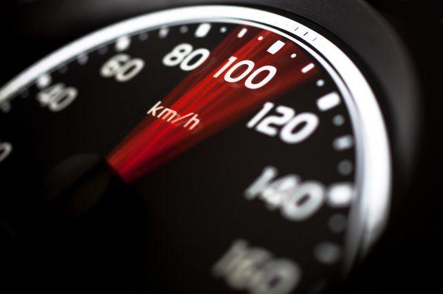 Un conductor excedió la velocidad máxima, fue multado y dio la excusa más absurda