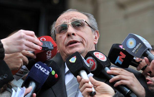 Tribunales. El comisario general Román Di Santo al salir del juzgado donde radicó la denuncia correspondiente.