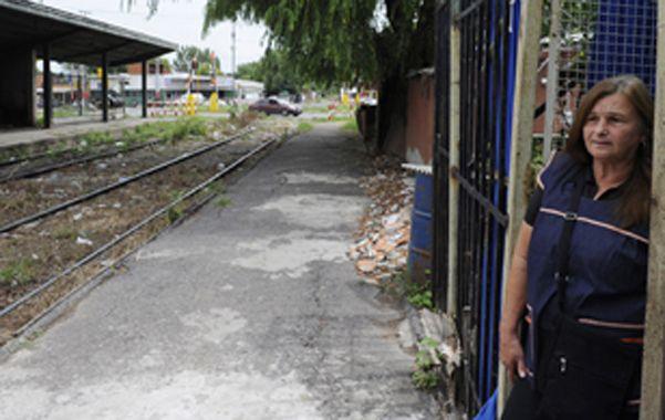 A la espera. El descuidado andén del Apeadero Sur (San Martín al 6200) se convertirá en una estación.