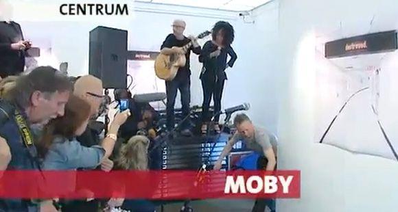Moby se electrocutó durante un show en vivo en Amsterdam (video)