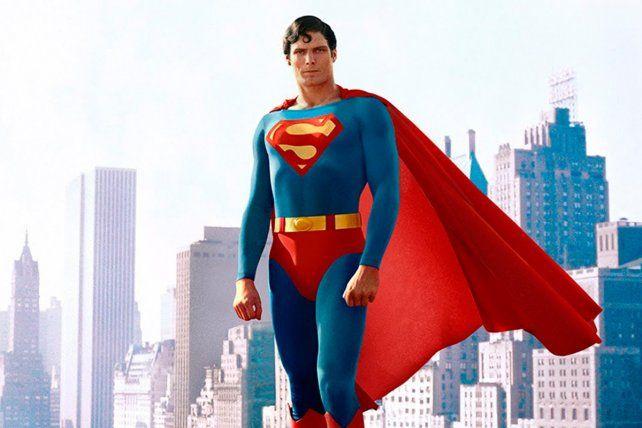 Christopher Reeve protagonizó tres películas sobre Superman estrenadas sucesivamente en 1978, 1980 y 1983.