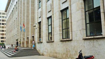 El edificio de los Tribunales provinciales de Rosario, en Balcarce 1651.