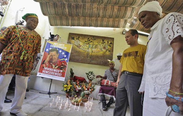 Ritual Umbanda. El embajador venezolano en Cuba asistió a un rito de esta secta por la salud de Chávez.
