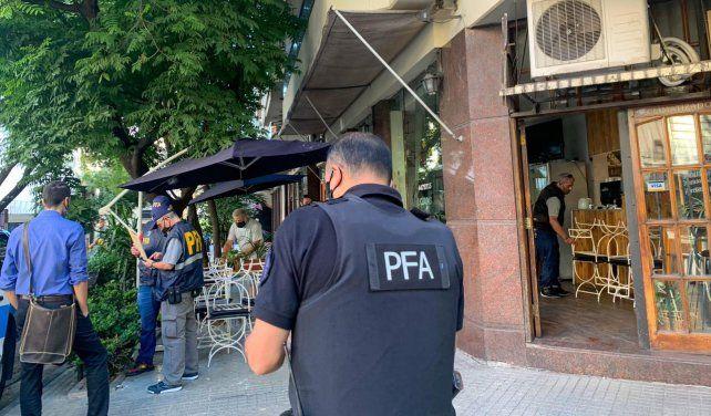 Efectivos de Policía Federal llegaron al local asaltado.