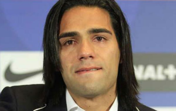 El colombiano se lamenta en conferencia de prensa luego de enterarse de la gravedad de la lesión.