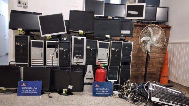 Entre los elementos secuestrados había 18 monitores utilizados para apuestas en red.