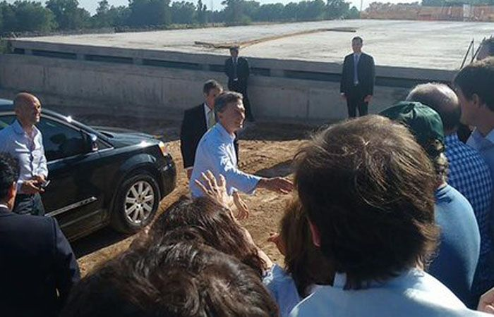 Macri fue a la Provincia y prometió obras a un intendente que era aliado K. (Foto:twitter)