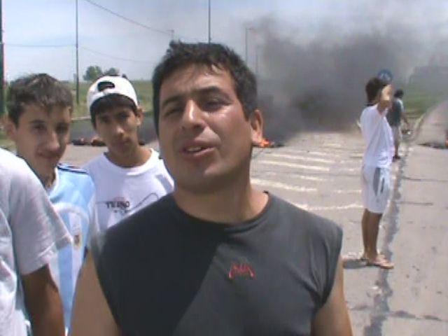 Está cortada la autopista a Buenos Aires por un reclamo frente al barrio Las Flores