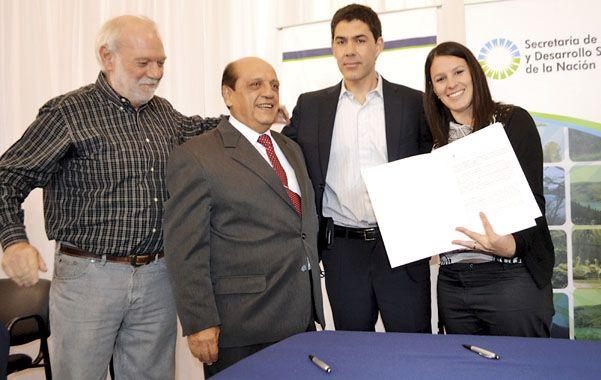 Firma. Los funcionarios de Ambiente nacional López y Mussi