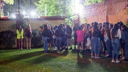 Una de las fiestas clandestinas desbaratadas por la justicia y la policía de Córdoba.