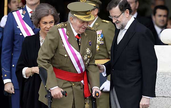 Enfermo. El lunes el rey dio una débil imagen durante la Pascua Militar. La reina y Rajoy no ocultaron su preocupación.