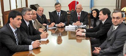 Binner y el PJ buscan acuerdos para auxiliar a municipios y comunas