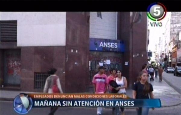 Empleados de Ansés cortan la atención al público por malas condiciones de trabajo