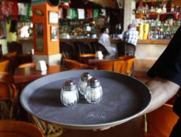 Será obligatorio para los locales gastronómicos poner a disposición de los consumidores sal dietética con bajo contenido en sodio.
