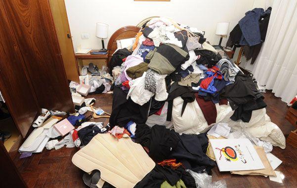 Todo revuelto. Los delincuentes recorrieron toda la casa buscando dinero. (foto: Sergio Toriggino)