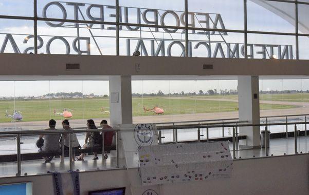 Fisherton. Autoridades del aeropuerto recién hoy comenzarán a realizar un informe sobre el impacto de cierre de Sol. (Sebastián Suárez Meccia / La Capital)