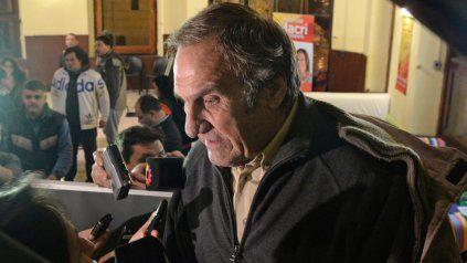 El senador Carlos Reutemann permanecerá internado en un sanatorio de Rosario.